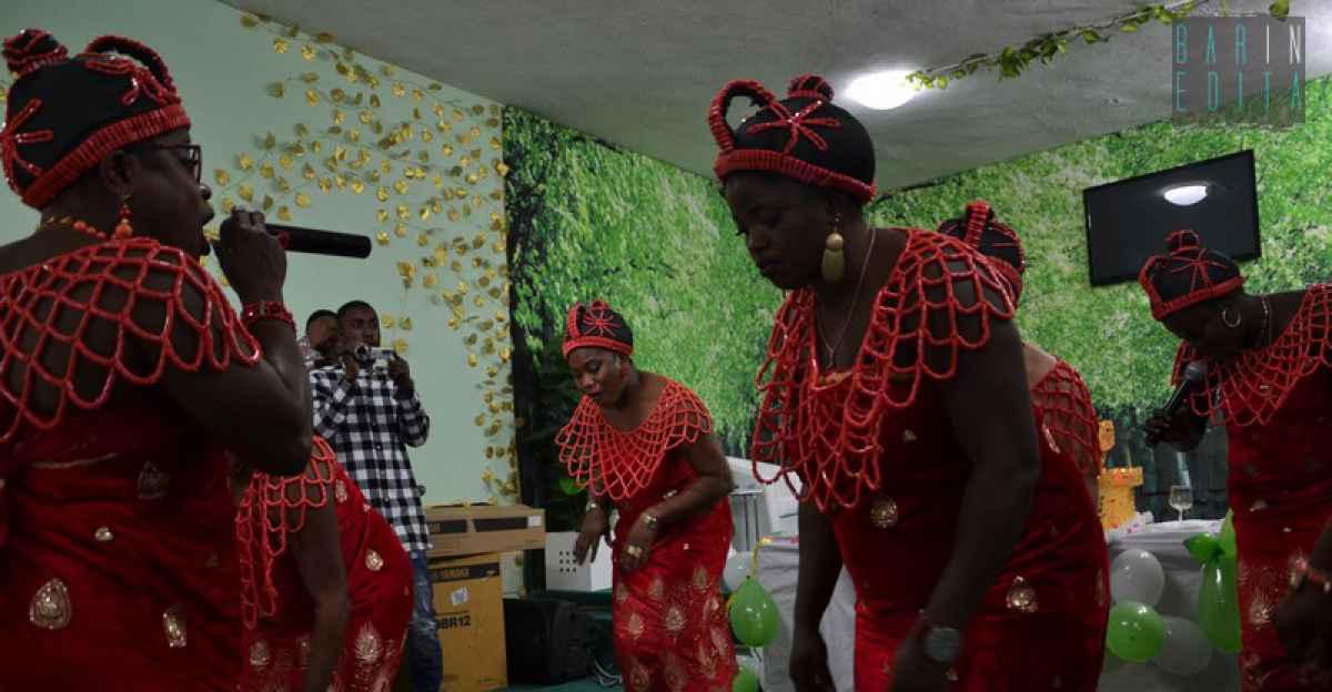 Nigeriane A Letto.Colori Balli Canti E Preghiere Di Guarigione Viaggio Nella