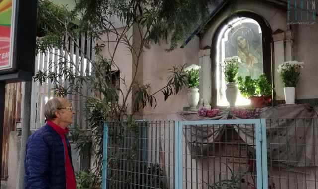 La storia di Emanuele  ogni domenica da 30 anni cura una   povera  b9f9fb85b73