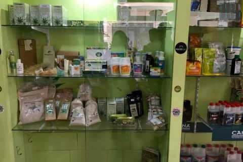 "L'unico ""grow shop"" di Bari, lì dove si vendono legalmente semi di cannabis"