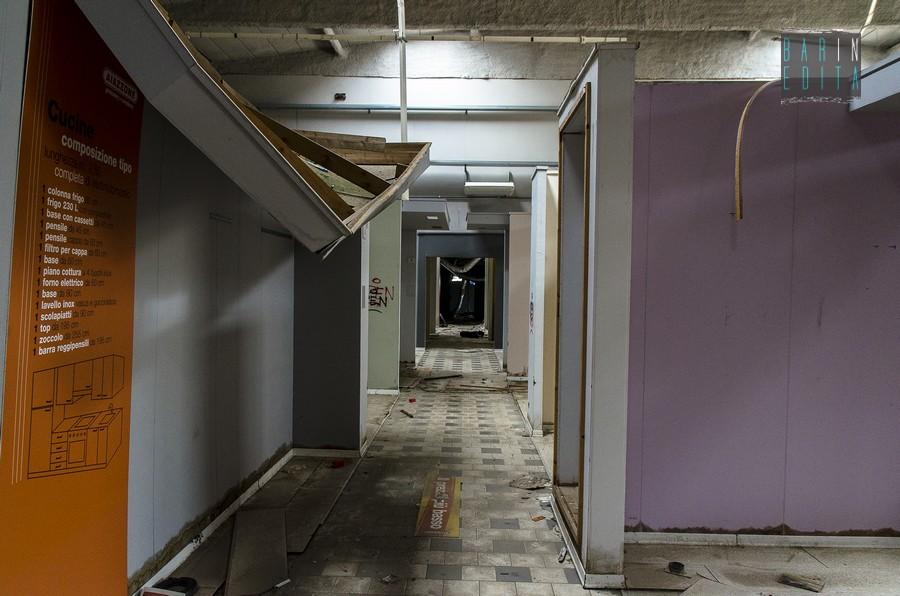 Galleria foto modugno viaggio nell 39 ex mobilificio for Mobilificio online