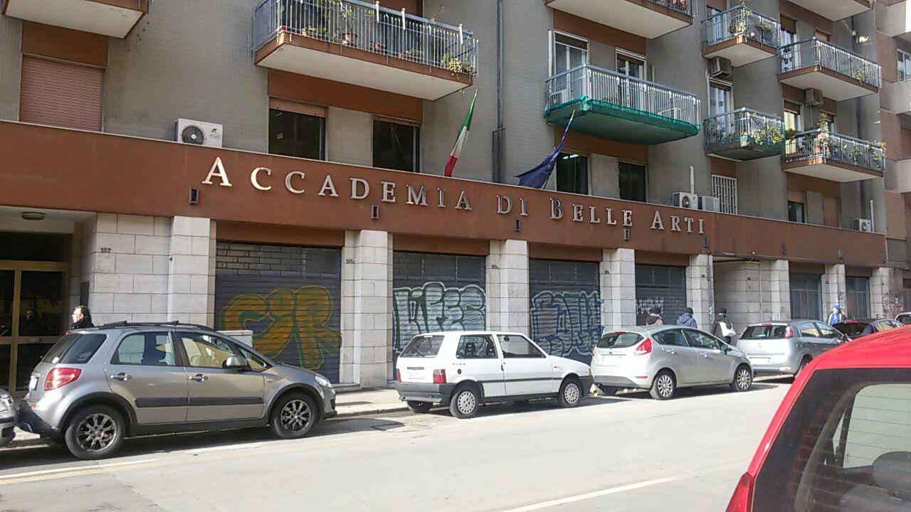 Accademia di belle arti costretti a studiare a turno in for Accademia belle arti design