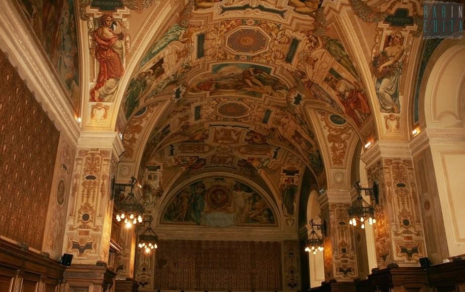 Sfarzosi saloni eleganti aule e un tripudio di affreschi for Saloni eleganti