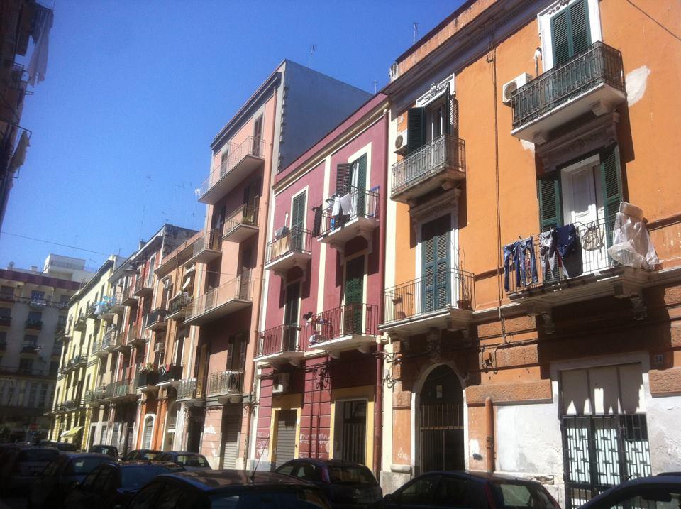 Le palazzine 39 39 color pastello 39 39 vero simbolo di bari ma - Colori di case esterne ...