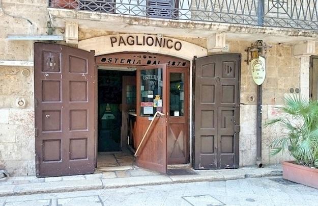 Locali e negozi storici ne rimangono 6 la bari che non for Negozi di arredamento bari