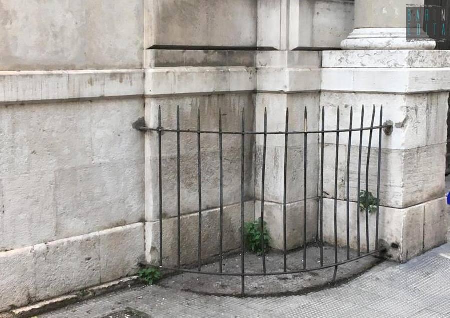 Stunning recinzioni e coni di malta agli angoli di antichi for Immagini recinzioni