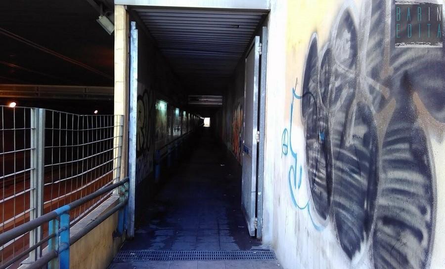 La terra di mezzo di bari stretti tunnel piccole for Costruttore di piccole case online