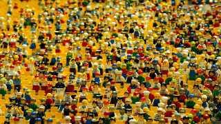 """Lo street artist """"Pao"""" disegnera murales a Bari: protagonisti i personaggi della Lego"""