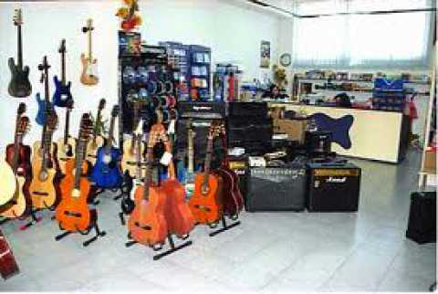 A bari 7 negozi di strumenti musicali ma ormai si for Negozi di arredamento bari